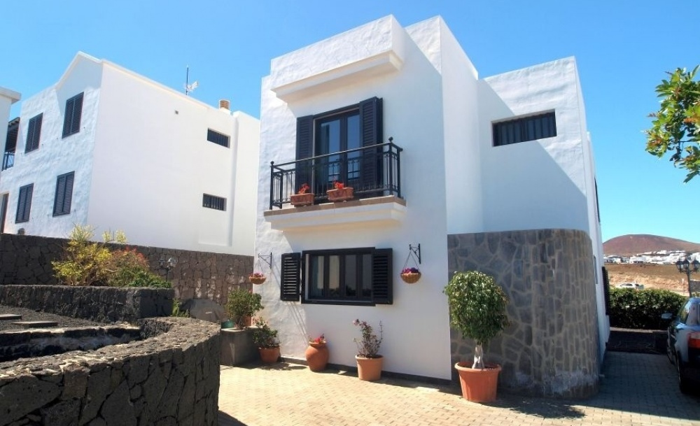 Lovely detached house for sale with 3 bathrooms, 2 bathrooms and fantastic views in Tias - Tias - lanzaroteproperty.com