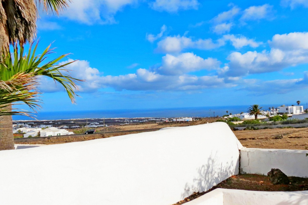 8 Bedroom 5 bathroom house with private pool and stunning views in Macher - Macher - lanzaroteproperty.com