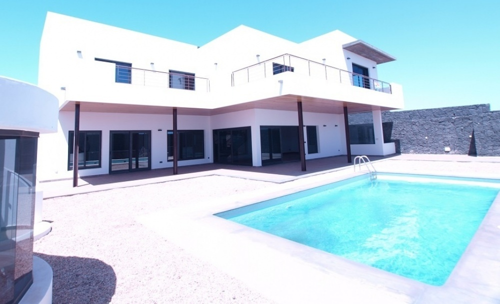 Large and luxurious 4 bedroom villa for sale in Puerto Calero with sea views - Puerto Calero - lanzaroteproperty.com