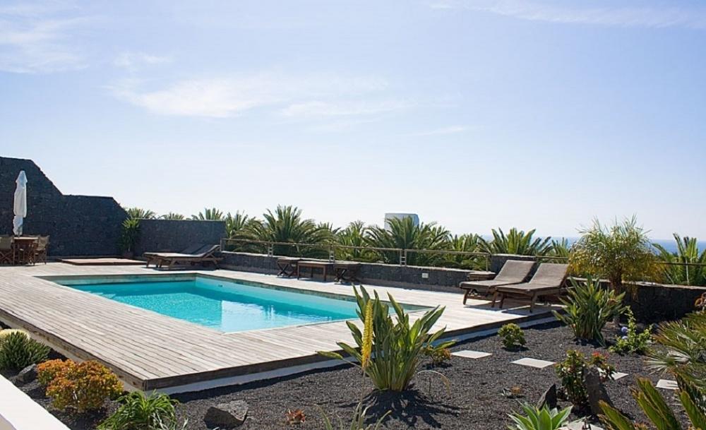 Stunning 5 bedroom villa with sea views  for sale in Puerto Calero (01618) - Puerto Calero - lanzaroteproperty.com