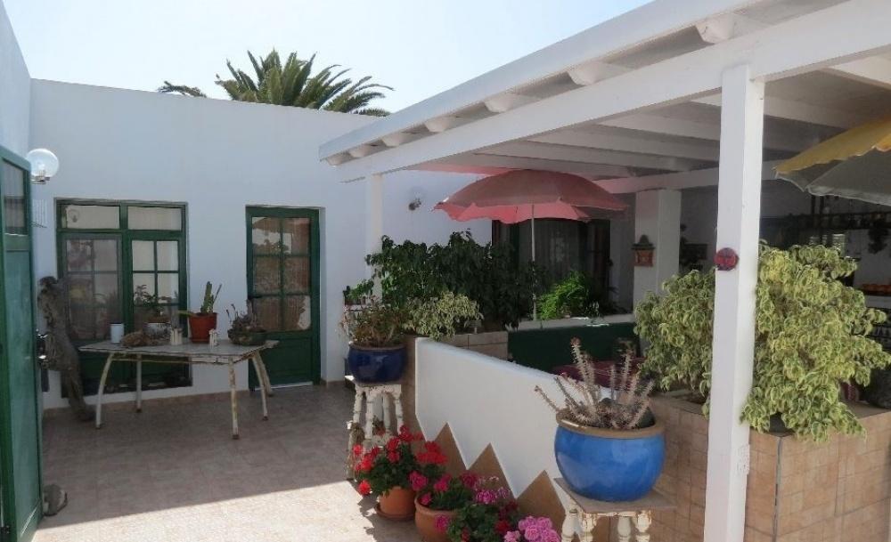 2 Bedroom villa with annex studio - Playa Blanca - lanzaroteproperty.com
