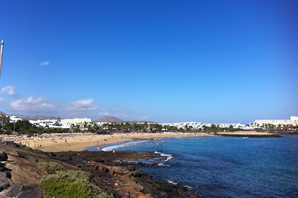 2 Bedroom top floor apartment for sale close to Las Cucharas beach in Costa Teguise - Costa Teguise - lanzaroteproperty.com