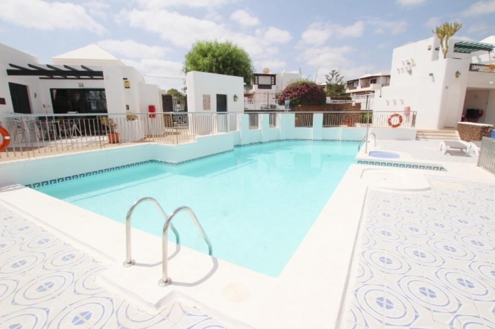 1 Bedroom 1 bathroom apartment with communal pool in Puerto del Carmen - . - lanzaroteproperty.com