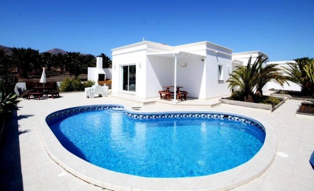 4 Bedroom Luxury Villa in Puerto Calero - Puerto Calero - lanzaroteproperty.com