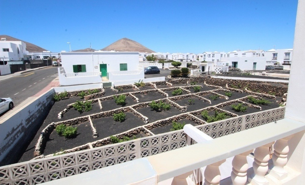 4 Bedroom 2 bathroom property that could be divided into two dwellings in Tias - Tias - lanzaroteproperty.com