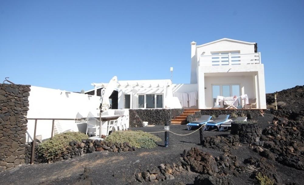 Front line villa with 2 apartments and a bungalow in Guatiza - Guatiza - lanzaroteproperty.com