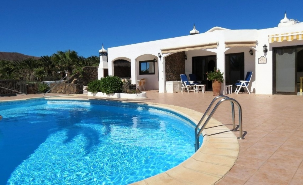 Luxury 4 Bedroom Villa with Private Pool in Playa Blanca for Sale - Playa Blanca - lanzaroteproperty.com