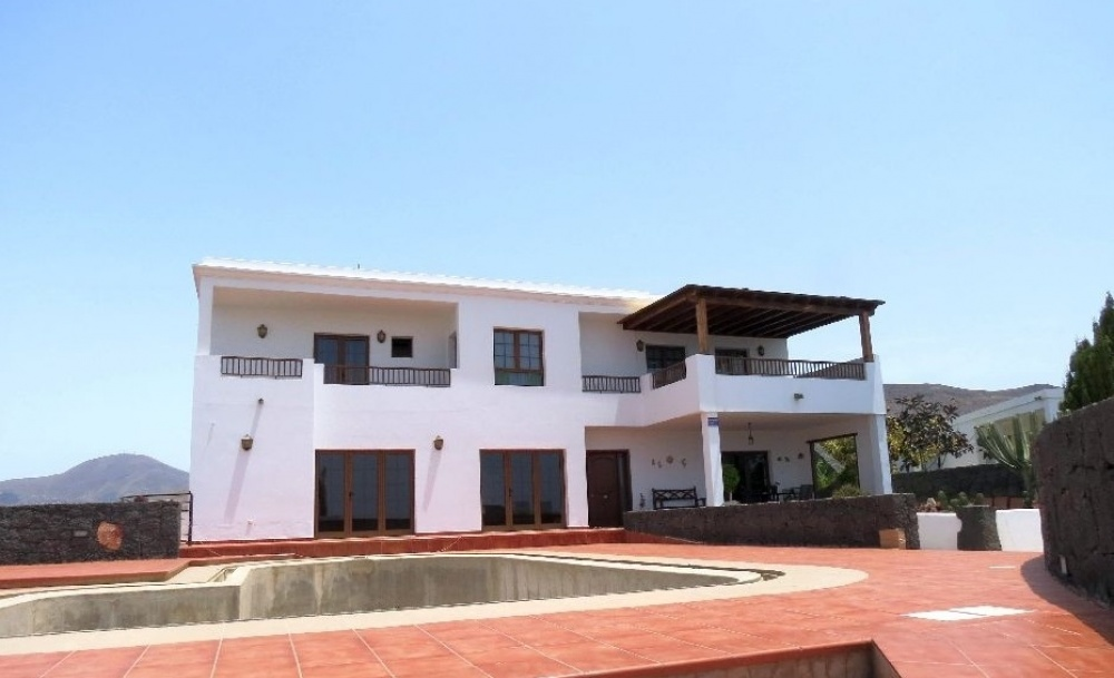 Luxury 3 Bedroom Villa with pool - Playa Blanca - lanzaroteproperty.com