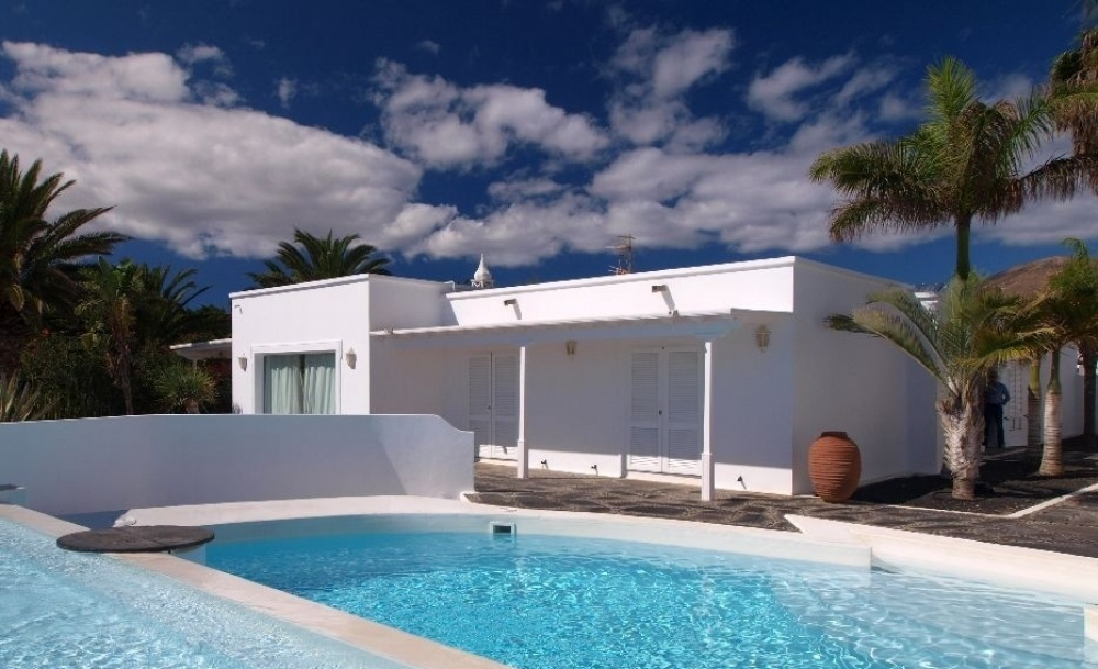 Modern 4 Bedroom Luxury Villa with Panoramic Sea Views, Private Pool and Separate Annex - Puerto Calero - lanzaroteproperty.com