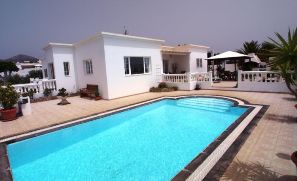 Luxury 4 Bedroom Villa for sale in Puerto Calero - Puerto Calero - lanzaroteproperty.com