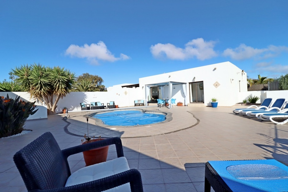 3 Bedroom semi-detached villa with private pool in Playa Blanca - Playa Blanca - lanzaroteproperty.com