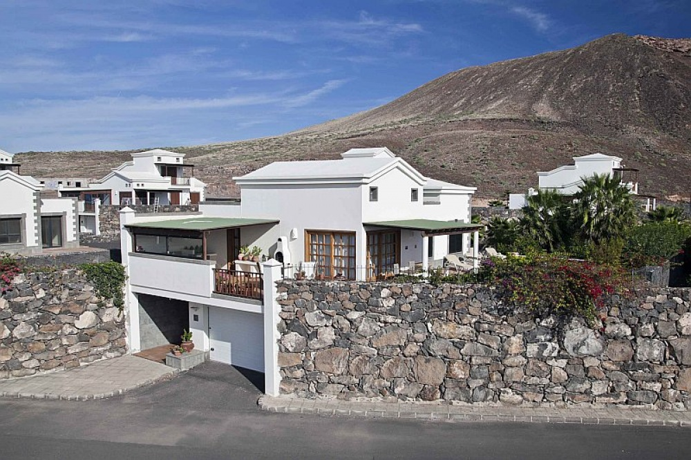3 bedroom villas for sale with private pool and garden in Playa Blanca - playa blanca - lanzaroteproperty.com