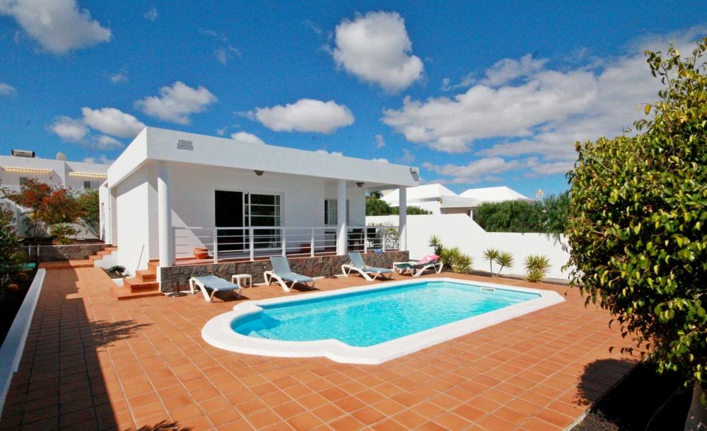 3 Bedroom Luxury Villa with Pool in Los Mojones - Los Mojones - lanzaroteproperty.com