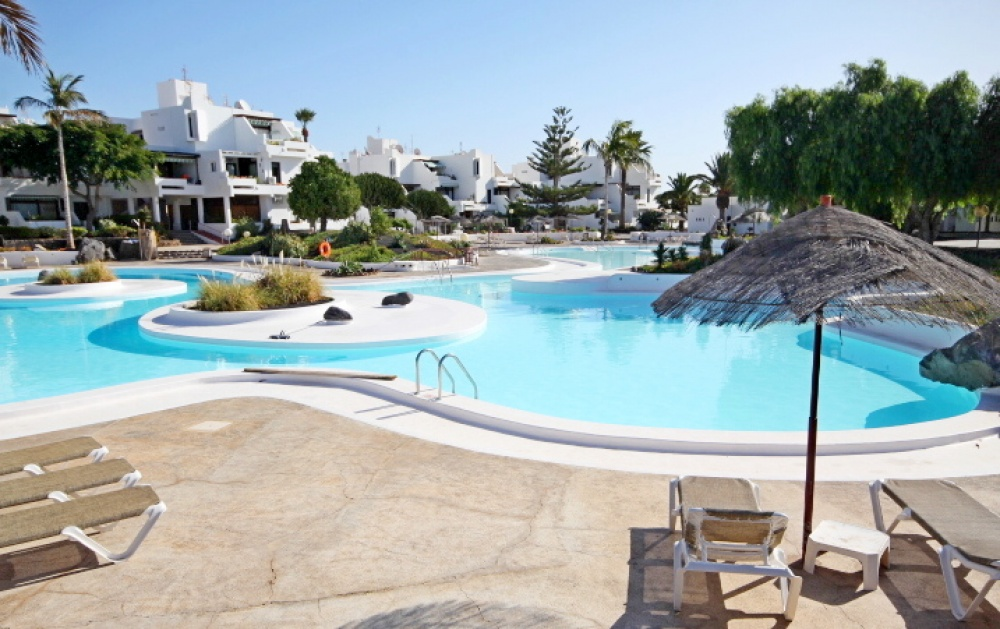 2 bedroom apartment for sale in Costa Teguise with communal swimming pool - Costa Teguise - lanzaroteproperty.com