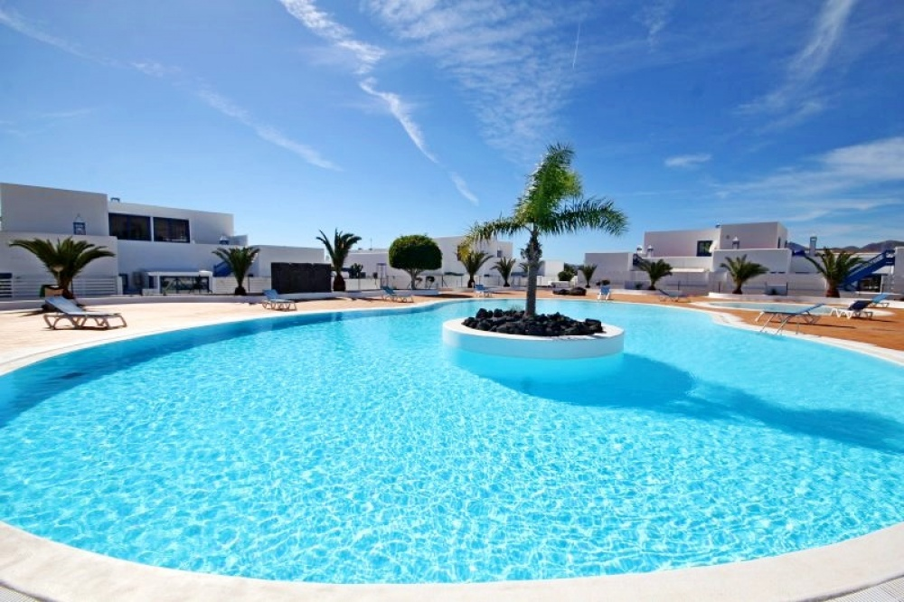 Beautiful 2 bedroom house with spectacular views for sale in Puerto Calero - . - lanzaroteproperty.com