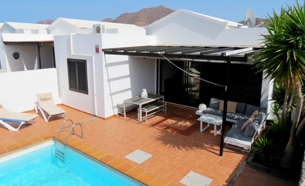 3 Bedroom 2 bathroom villa for sale in Playa Blanca - Playa Blanca - lanzaroteproperty.com