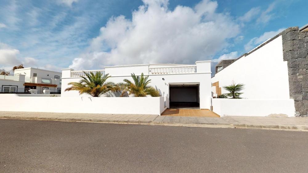 4 Bedroom Luxury villa for sale in Puerto Calero - Puerto calero - lanzaroteproperty.com