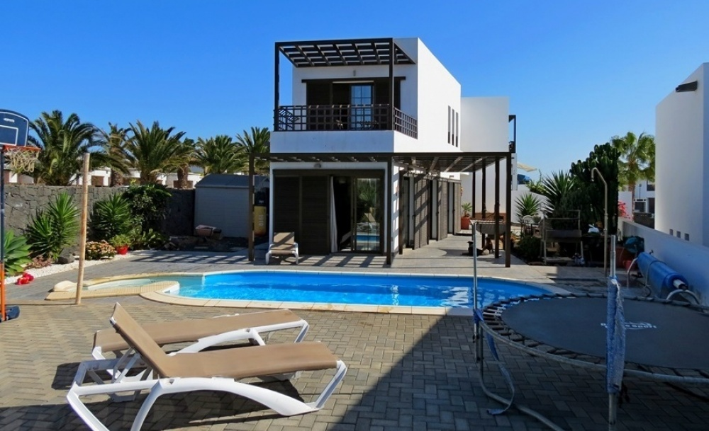 4 Bedroom 3 bathroom property for sale in Costa Teguise - Costa Teguise - lanzaroteproperty.com